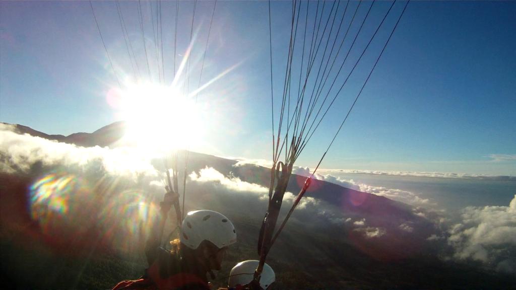 Fly Paragliding Tenerife, Paragliding Izaña, Teide Tenerife. Paragliding School Tenerife and El Hierro.
